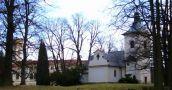 Zámek : Kamenice - kostel sv. Františka Serafínského v zámeckém parku - foto z 21. 1. 2007