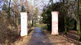 Zámek : Křinec - vstup do zámeckého parku od jihu - foto z 31. 12. 2006