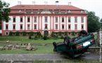 Zámek : Kunín - stav po povodních - foto z r. 2009 (www.zamek.kunin.cz)