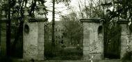 Zámek : Kunratice - brána do parku - foto z r. 1992