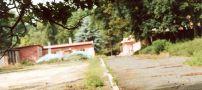 Zámek : Bon Repos - pohled do areálu - foto z VII. 2005