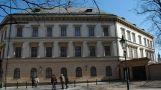 Palác : Lichtenštejnský palác - pohled z ulice Na Kampě - foto z 3. 4. 2005