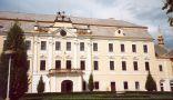 Zámek : Lysá nad Labem - průčelí zámku - foto z 1. 5. 2004