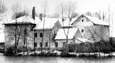 Tvrz : Popovice - pohled na tvrz přes rybník - foto ze 70. - 80. let 20. st.