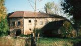 Tvrz : Popovice - vstup do areálu - foto ze 4. čtvrtiny 20. st.