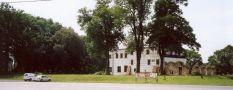 Zámek : Přerov nad Labem - pohled z komunikace - foto ze VII. 2005