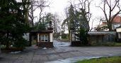 Zámek : Rožďalovice - vstupní brána, pohled z nádvoří - foto z 31. 12. 2006