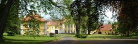 Zámek : Tochovice - pohled na zámek z parku - foto z 22. 5. 2005