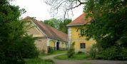 Zámek : Tochovice - zámecký hospodářský areál - foto z 22. 5. 2005