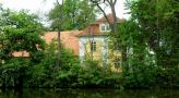 Zámek : Tochovice - pohled na zámek přes rybník - foto z 22. 5. 2005