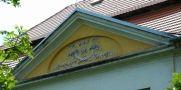 Zámek : Tochovice - detail štukové výzdoby - foto z 22. 5. 2005