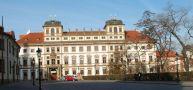 Palác : Toskánský palác - průčelí paláce - foto z 3. 4. 2005