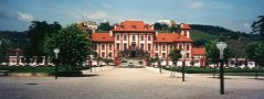 Zámek : Troja - pohled na zámek z parku - foto z r. 1995