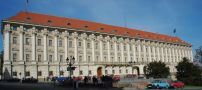 Palác : Černínský palác - palácové průčelí - foto z 3. 4. 2005