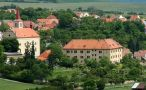 Zámek : Žitenice - pohled na zámek s obcí - foto z 11. 6. 2005