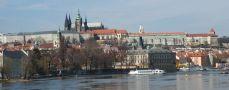Hrad : Pražský hrad, areál hradu - pohled od Národního divadla - foto ze 3. 4. 2005