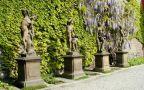 Prostranství : Hartigovská zahrada - plastiky z dílny M. B. Brauna - foto z poč. 21. st.