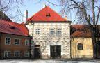 Objekt : dům čp. 49, 50 - průčelí domu, pohled z dvorku - foto z poč. 21. st.