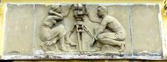 Zámek : Čimelice - detail plastiky nad vstupem do objektu - foto z 17. 4. 2008
