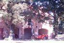 Zámek : Dlouhá Lhota - hospodářská budova v areálu - foto z 19. 8. 2006