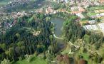 Zámek : Průhonice - letecký pohled na zámek s parkem od jihu - foto z 30. 4. 2010