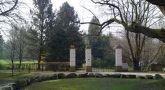 Zámek : Roztěž - hlavní vstupní brána do zámeckého parku - foto z 29. 3. 2014