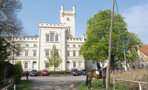Zámek : Filipov - pohled na zámek od východu - foto z 19. 4. 2014