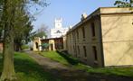 Zámek : Filipov - pohled od jihu na zámek s hospodářkou budovou - foto z 19. 4. 2014