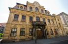 Palác : Blücherův palác - vstupní průčelí, pohled od severozápadu - foto z 11. 8. 2013 (převzato: Jiří Výduch)