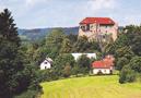 Hrad : Pecka - pohled na hrad od jihovýchodu - foto z r. 2016 (neznámý autor)