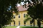 Zámek : Břežany - západní zámecké křídlo - foto z 16. 6. 2014