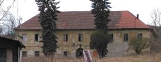 Zámek : Statenice - pohled na zámek přes dvůr od východu - foto z 3. 2. 2018