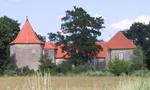 Tvrz : Cuknštejn - pohled na tvrz od západu - foto z 1. 8. 2005 (převzato: Jan Hryz)