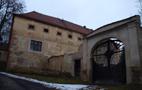 Zámek : Divice - detail brány na jižní straně areálu - foto z let 2010-2017 (převzato: František Matoušek)
