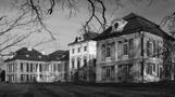 Zámek : Dolní Lukavice - pohled na zámek od jihovýchodu - foto z 2. 5. 2008 (převzato: Milan Fiala)