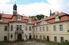 Zámek : Domousnice - pohled na zámek od jihu - foto z 4. 8. 2010 (převzato: Marek Bauer)