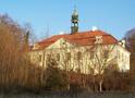 Zámek : Domousnice - pohled na zámek od severozápadu - foto z 24. 3. 2012 (převzato: Milan Pechlat)