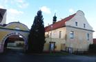 Zámek : Doubravice - pohled na zámek od jihovýchodu - foto z 9. 1. 2015 (převzato: Jitka Stojanová)
